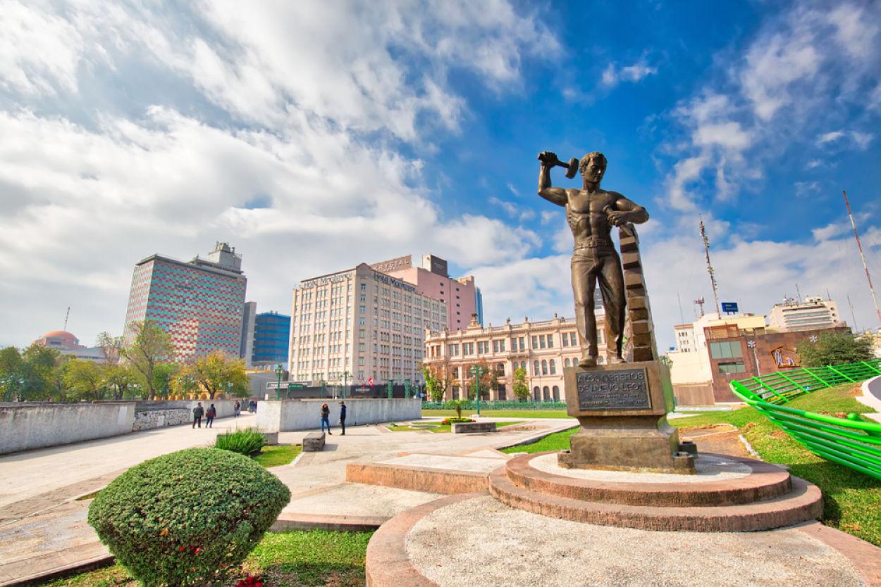 algunos de los monumentos y estatuas más populares de monterrey