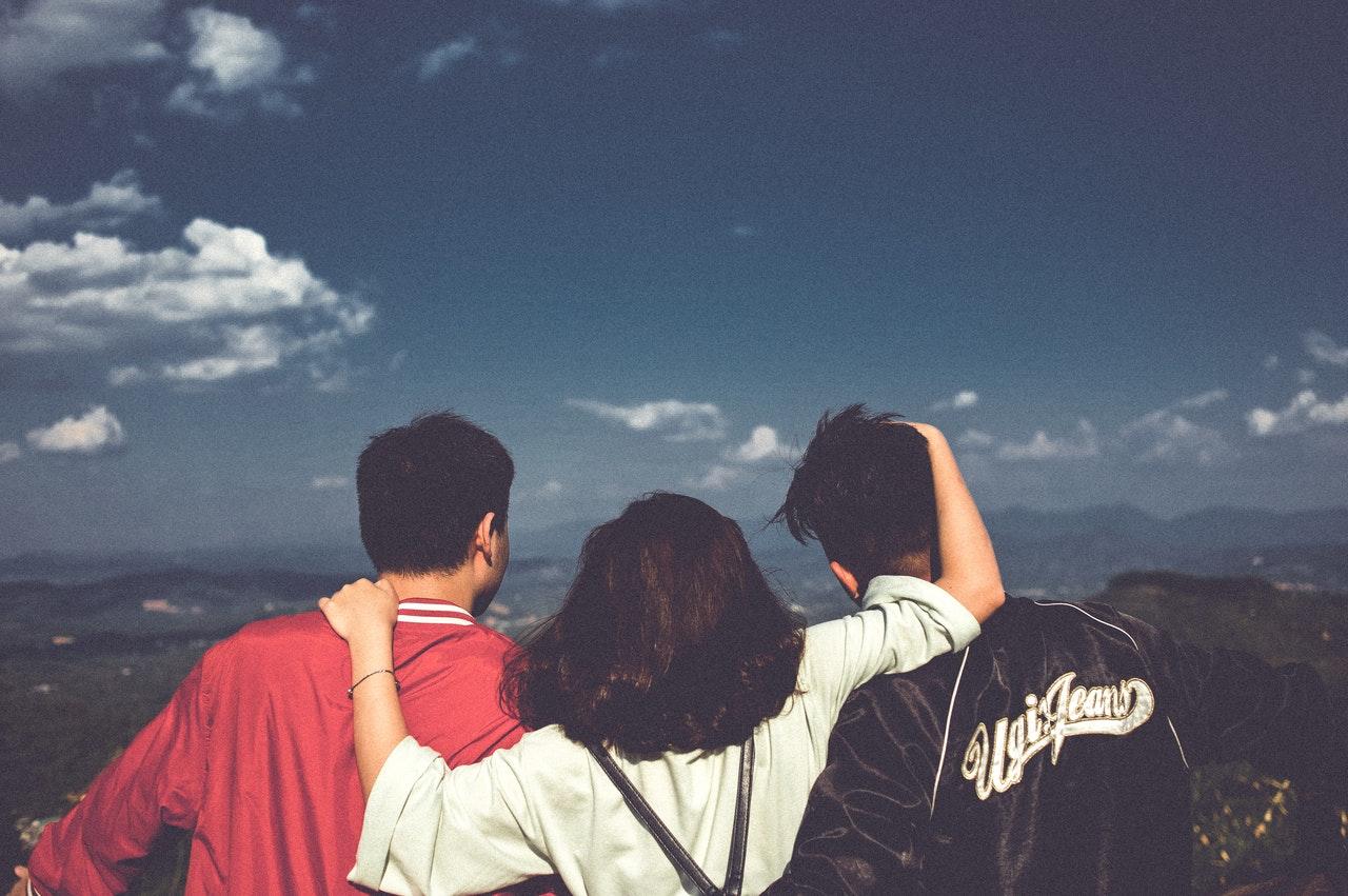 Grupo de amigos turistas en Monterrey divirtiéndose